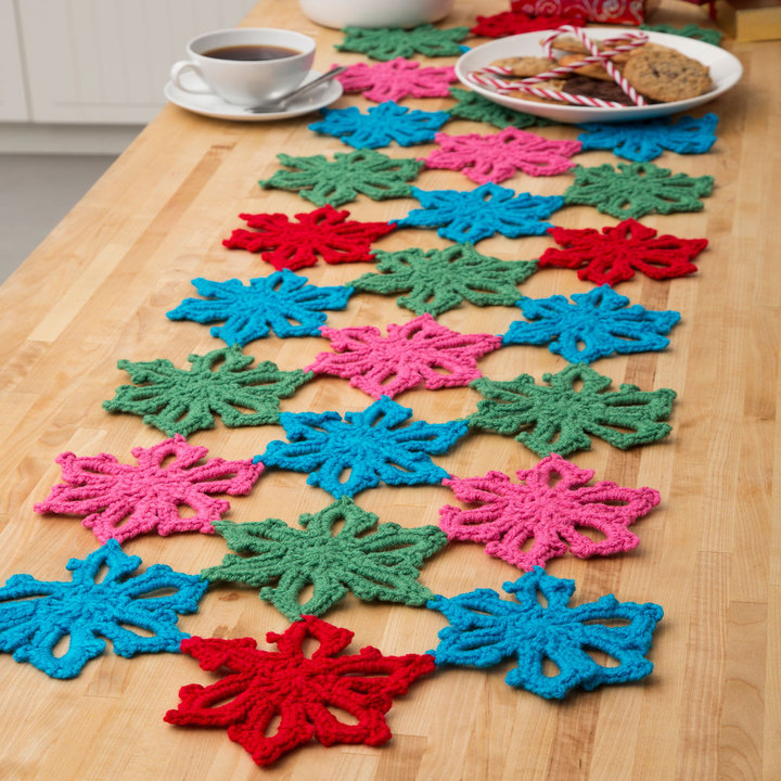 LW4419-Snowflake-Table-Runner