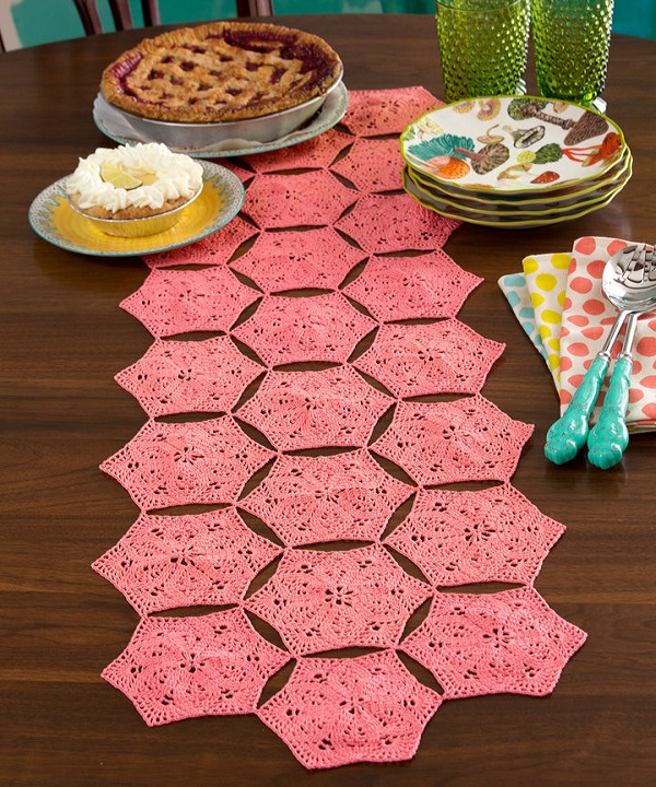 LC3899-Flower-Fan-Table-Runner