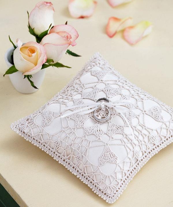 LC2995-Hearts-Desire-Ring-Bearer-Pillow